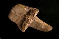 Каменный нож первобытного человека или другое орудие.